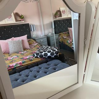 Small Pink Bed Room Design / Decoration (#110527)