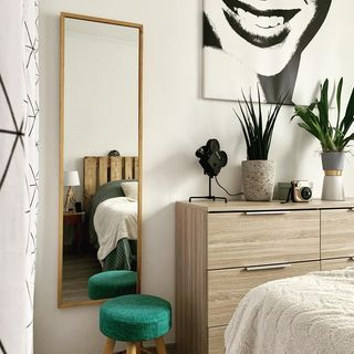 Small Bed Room Design / Decoration (#66205)