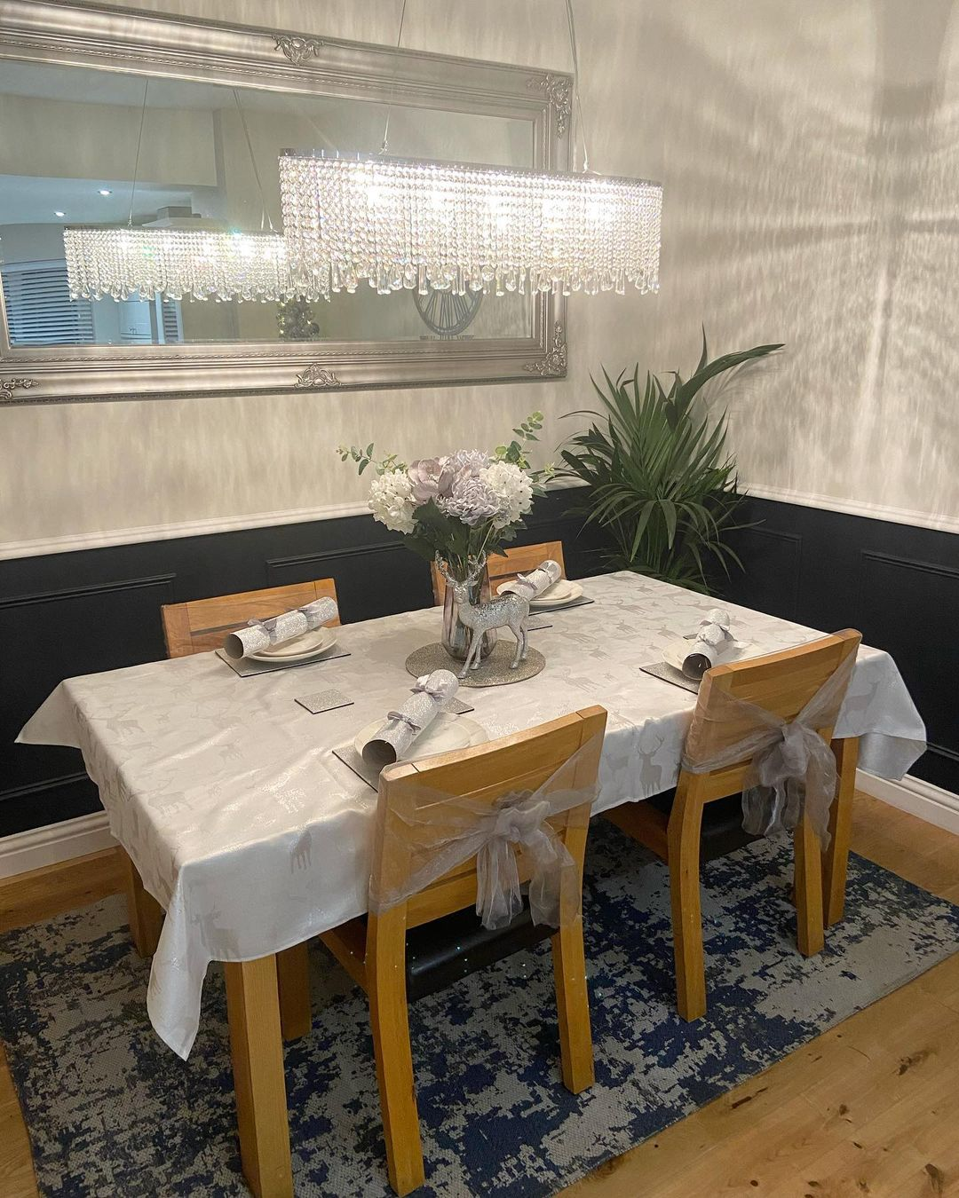 Small Silver Dining Room Design / Decoration (#97182)