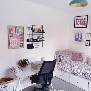Small Gold Home Office Design / Decoration (#124686)