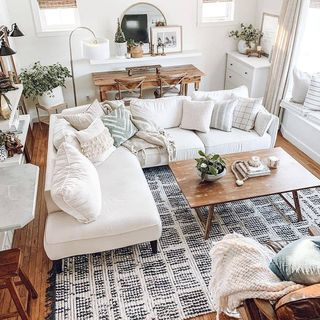 White Living Room Design / Decoration (#124360)