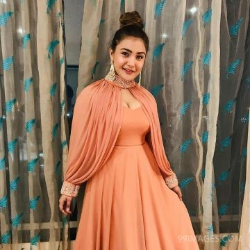 Aashika Bhatia Hot HD Photos & Wallpapers for mobile (1080p)
