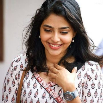 Aishwarya Lekshmi Latest HD Photos / Mobile Wallpapers (1080p)
