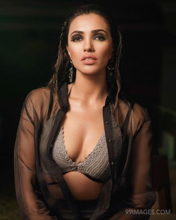 Akshara Gowda Hot HD Photos & Wallpapers for mobile (1080p)
