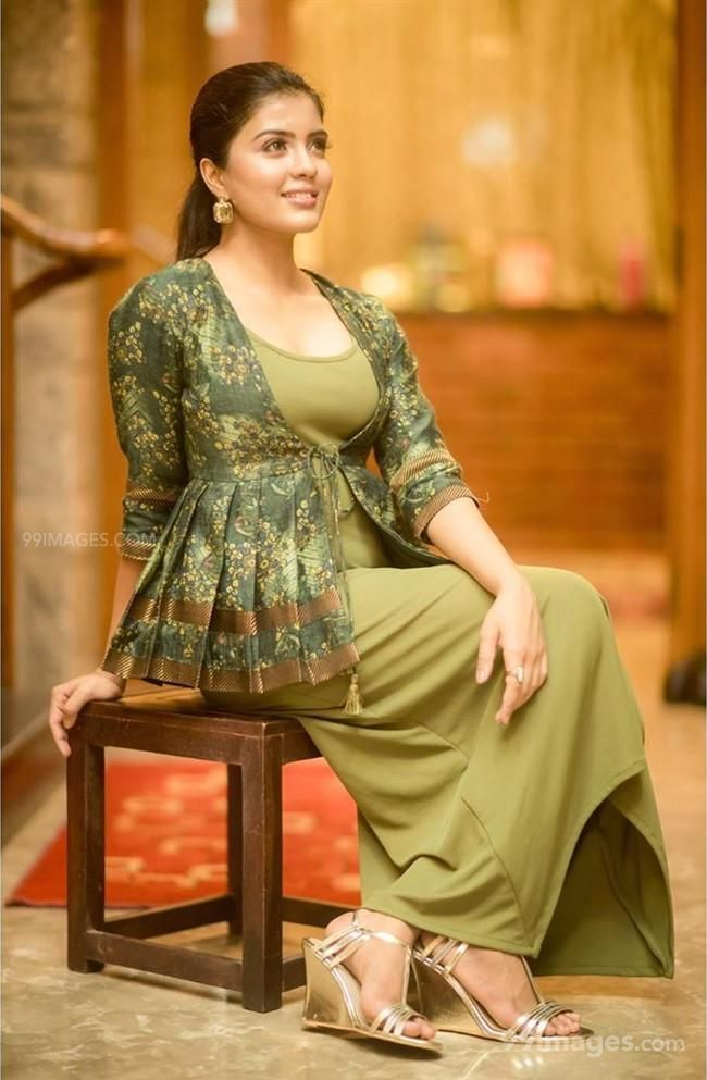 Amritha Aiyer Hot Beautiful HD Photoshoot Photos / Wallpapers (1080p) (513723) - Amritha Aiyer