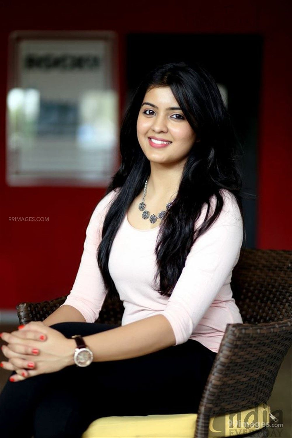 Amritha Aiyer Hot Beautiful HD Photoshoot Photos / Wallpapers (1080p) (513733) - Amritha Aiyer