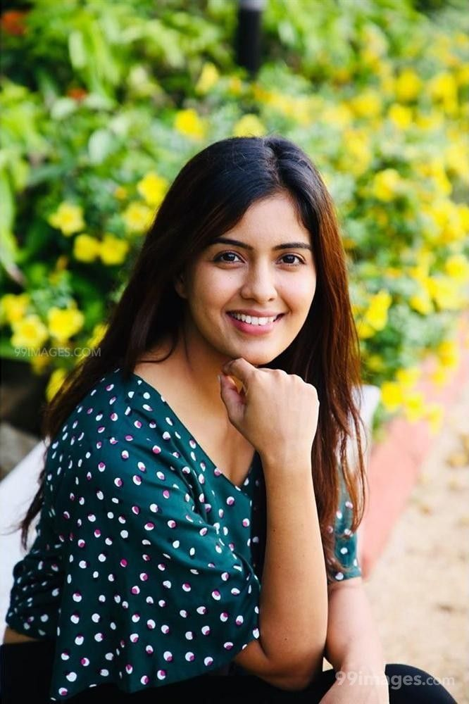 Amritha Aiyer Hot Beautiful HD Photoshoot Photos / Wallpapers (1080p) (513719) - Amritha Aiyer