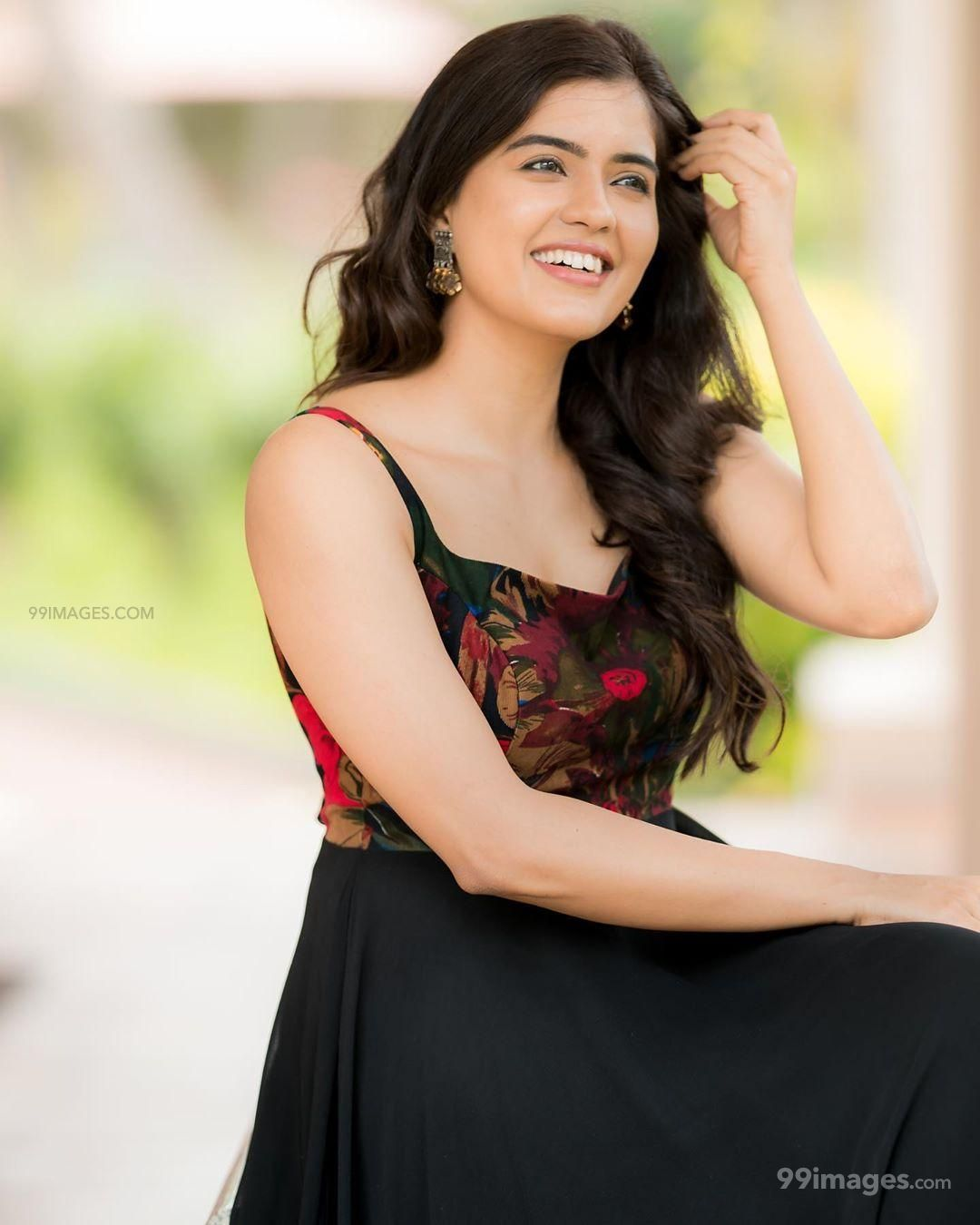 Amritha Aiyer Hot Beautiful HD Photoshoot Photos / Wallpapers (1080p) (599602) - Amritha Aiyer