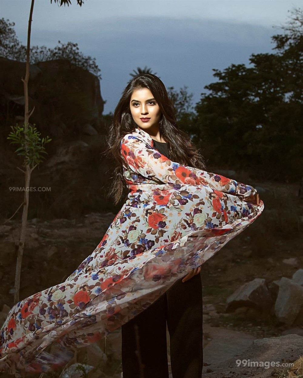 Amritha Aiyer Hot Beautiful HD Photoshoot Photos / Wallpapers (1080p) (513746) - Amritha Aiyer