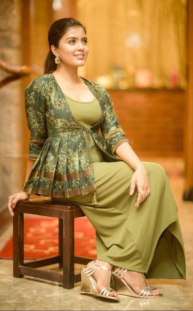 Amritha Aiyer Latest Hot Beautiful HD Photos / Wallpapers (1080p) (48181) - Amritha Aiyer