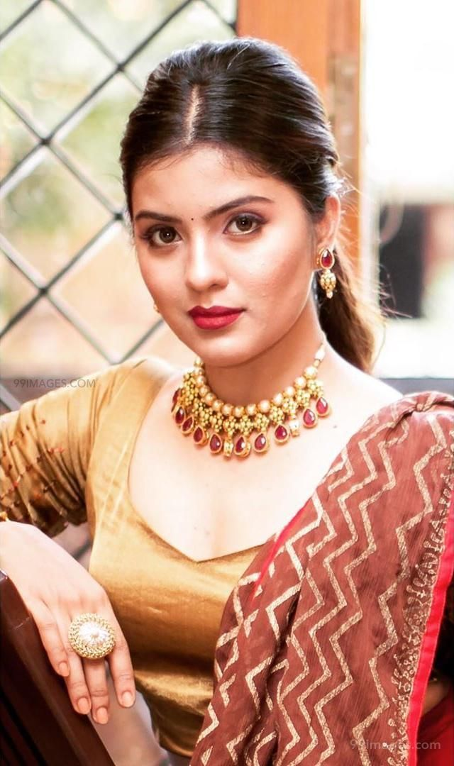 Amritha Aiyer Latest Hot Beautiful HD Photos / Wallpapers (1080p) (132742) - Amritha Aiyer