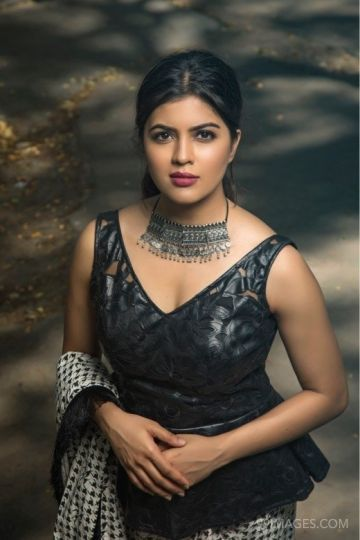 Amritha Aiyer Latest Hot Beautiful HD Photos / Wallpapers (1080p)