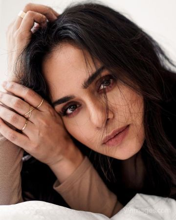 Amruta Khanvilkar Hot HD Photos & Mobile Wallpapers (1080p)