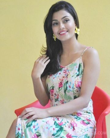 Anisha Ambrose Beautiful Photos & Mobile Wallpapers HD (Android/iPhone) (1080p)