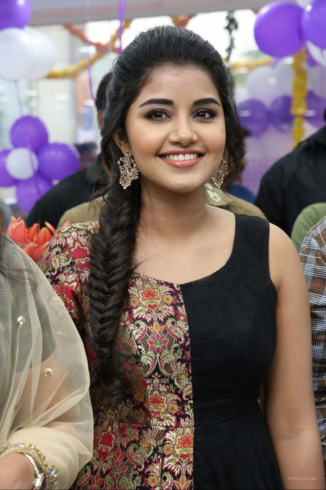 Anupama Parameswaran Hot HD Photos & Mobile Wallpapers, WhatsApp DP (1080p) (73411) - Anupama Parameswaran