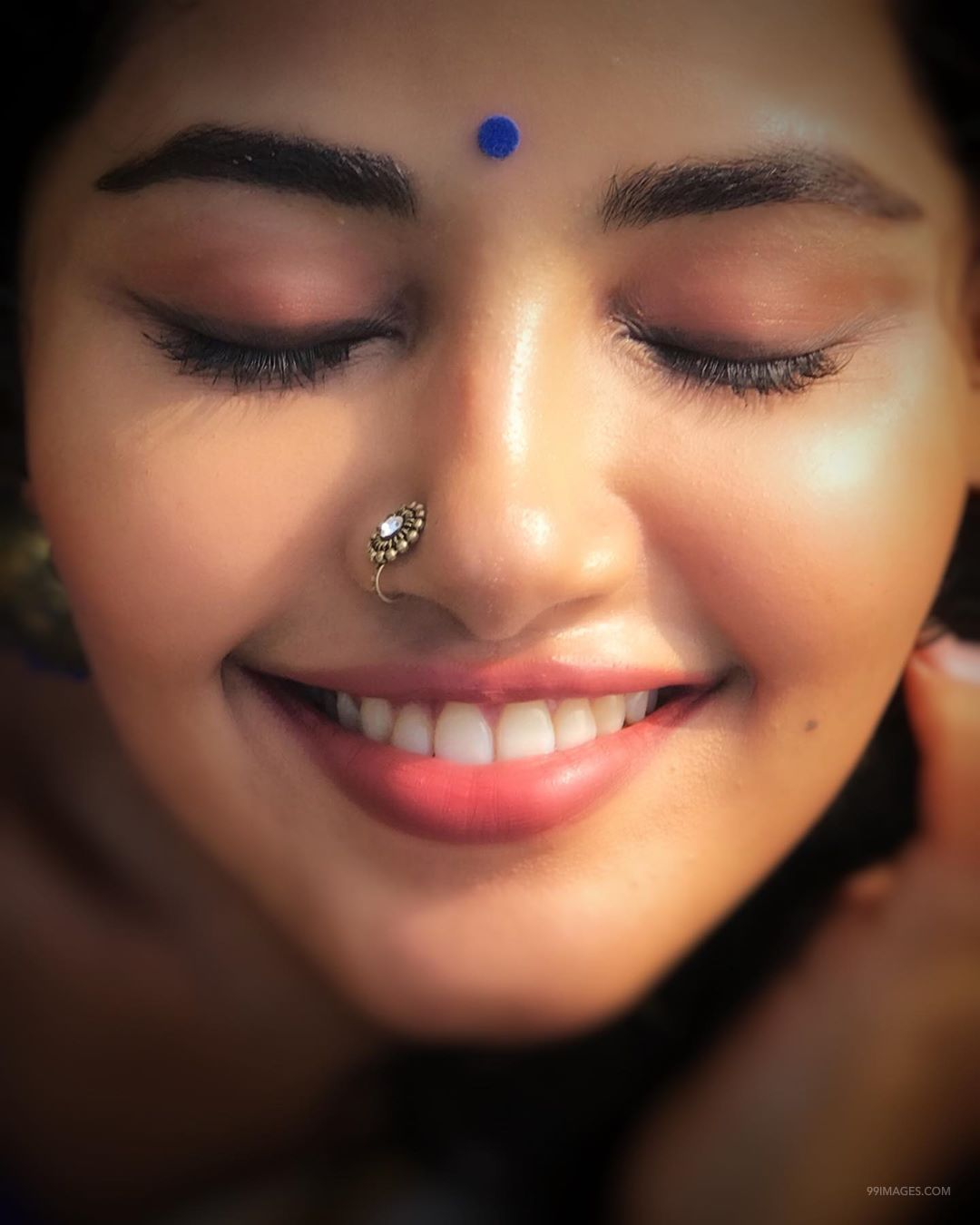 Anupama Parameswaran Hot HD Photos & Mobile Wallpapers, WhatsApp DP (1080p) (99779) - Anupama Parameswaran