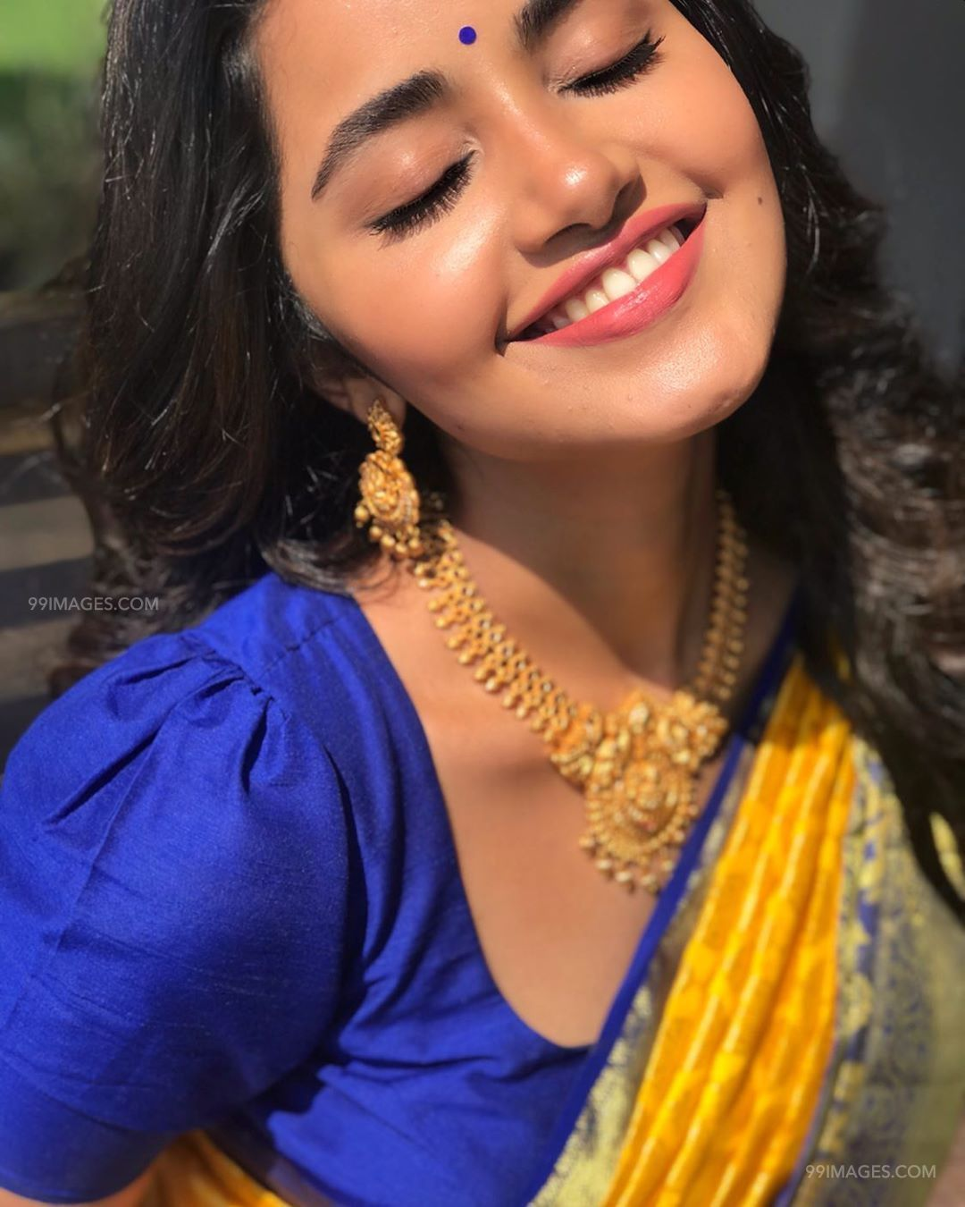 Anupama Parameswaran Beautiful HD Photoshoot Stills & Mobile Wallpapers HD (1080p) (41102) - Anupama Parameswaran