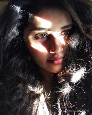 100 Anupama Parameswaran Hot Hd Photos Mobile Wallpapers