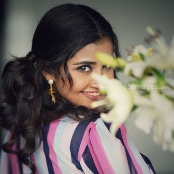 Anupama Parameswaran Latest Hot  Photos from Onam Celebrations in saree