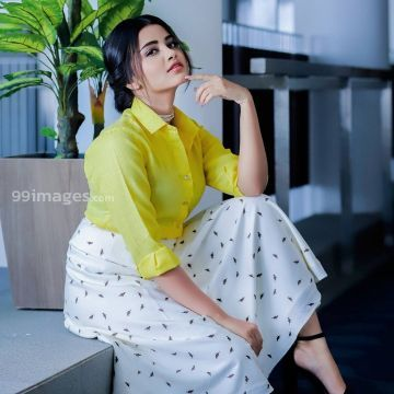 Anupama Parameswaran Beautiful Photoshoot in Yellow and White Skirt HD Photos