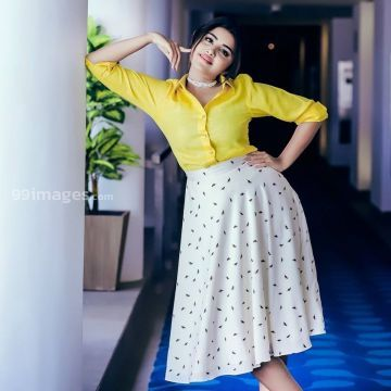 Anupama Parameswaran Beautiful Photoshoot in Yellow and White Skirt HD Photos (anupama parameswaran, mollywood, tollywood, actress, kollywood)