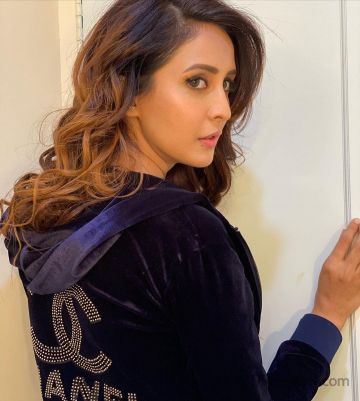Chahatt Khanna Latest Hot HD Photos & Mobile Wallpapers (1080p)