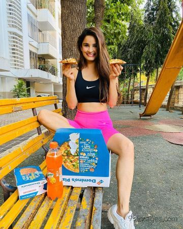 Chetna Pande Latest Hot HD Photos / Wallpapers (1080p) (Instagram / Facebook)