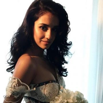 Disha Patani Beautiful HD Photoshoot Stills (1080p)