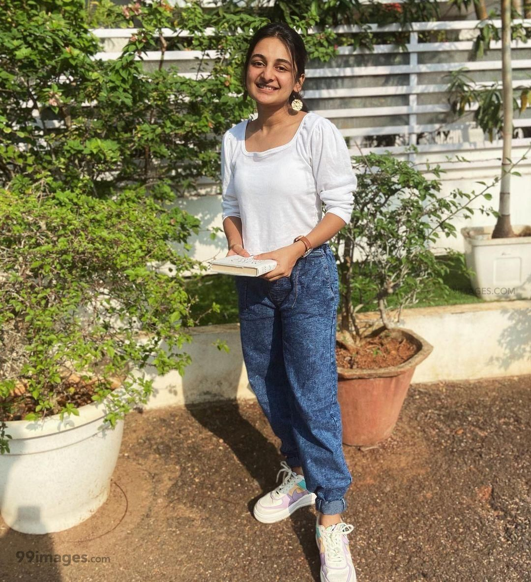 Esther Anil Hot HD Photos, Wallpapers, WhatsApp DP (1080p) (802840) - Esther Anil