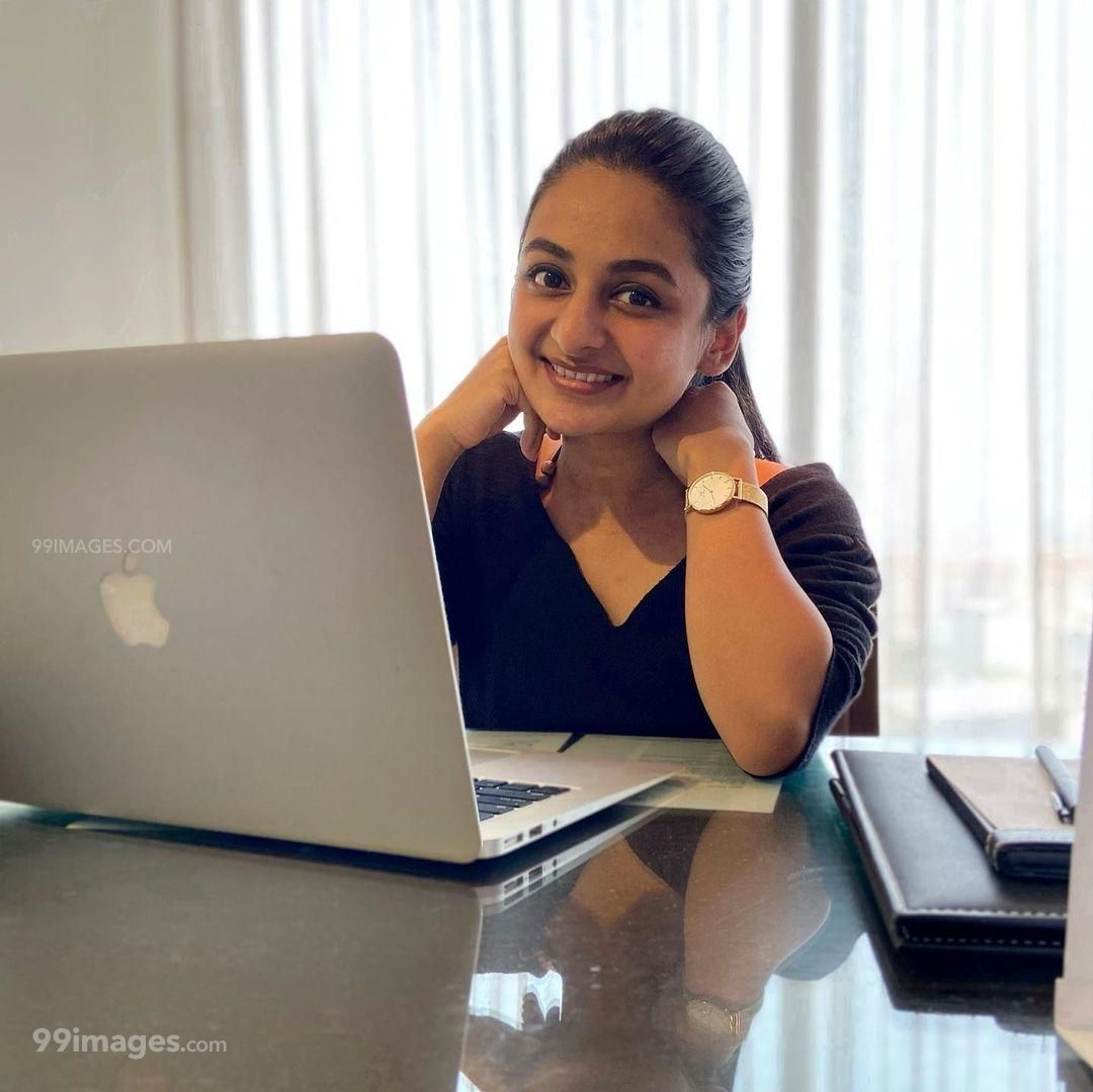 Esther Anil Hot HD Photos, Wallpapers, WhatsApp DP (1080p) (1042486) - Esther Anil