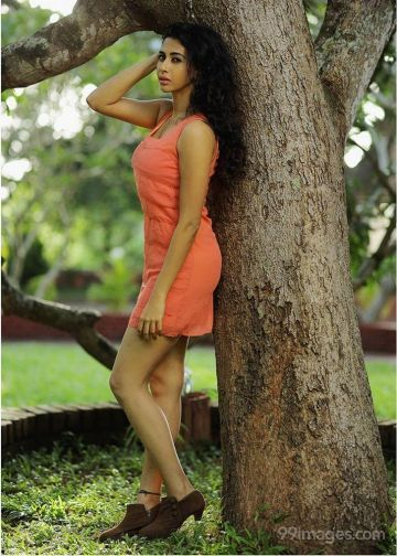 Gayathri Iyer Hot HD Photos & Wallpapers for mobile Download, WhatsApp DP (1080p)