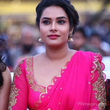 Actress Hari Teja Hot Beautiful HD Photos in Pink Saree at Sarileru Neekevvaru Movie Pre Release Event