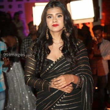 Hebah Patels stunning HD stills (1080p) at Zee Telugu Kutumbam Awards