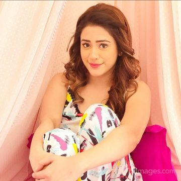 Hiba Nawab Hot Beautiful HD Photos / Wallpapers, WhatsApp DP (1080p)