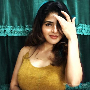 Iswarya Menon Latest Hot Photoshoot Photos / Wallpapers HD (1080p, 4k)