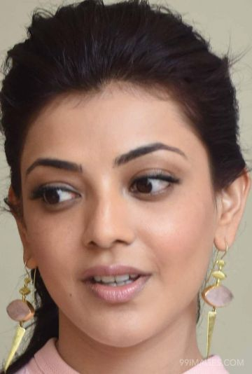 Kajal Aggarwal Hot Beautiful Face Expression Images / Wallpapers