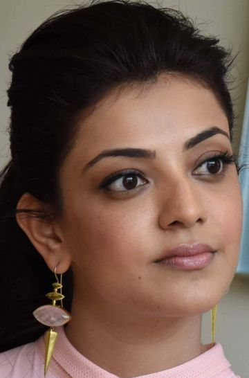 Kajal Aggarwal Hot Face Expression Images / Wallpapers