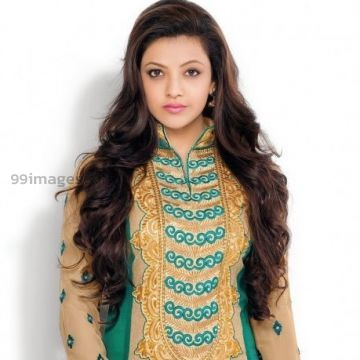 Kajal Agarwals hot photos in green fabric salwar suit