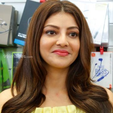 Kajal Agarwals yellow dress HD photos