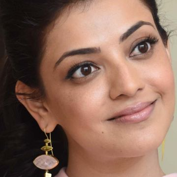 Kajal Aggarwal Hot Face Expression Images / Wallpapers (kajal agarwal, actress, kollywood, tollywood, hd wallpapers)