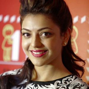 Kajal Agarwal Hot HD Photos in Saree (1080p)