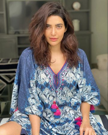 Karishma Tanna Hot HD Photos & Mobile Wallpapers (1080p)