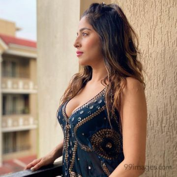 Kate Sharma Hot Beautiful HD Photos / Wallpapers (1080p).