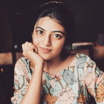 Kayal Anandhi Beautiful HD Photos (1080p)