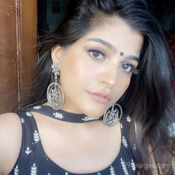Kritika Khurana Hot Beautiful HD Photos / Wallpapers, WhatsApp DP (1080p)