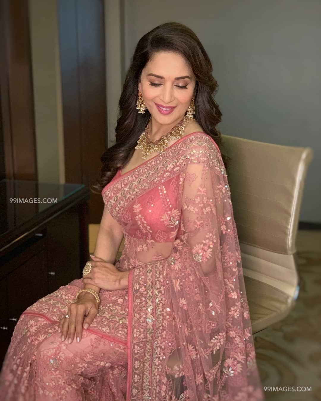 Madhuri Dixit Beautiful HD Photoshoot Stills & Mobile Wallpapers HD (1080p) (36050) - Madhuri Dixit