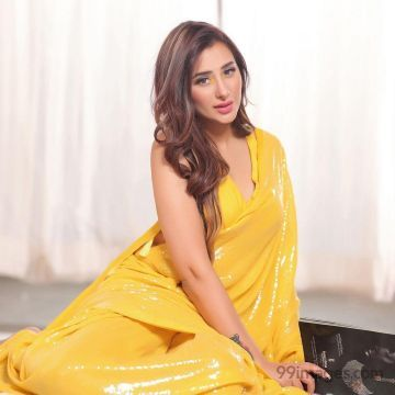 Mahira Sharma Hot Beautiful HD Photoshoot Photos (1080p)