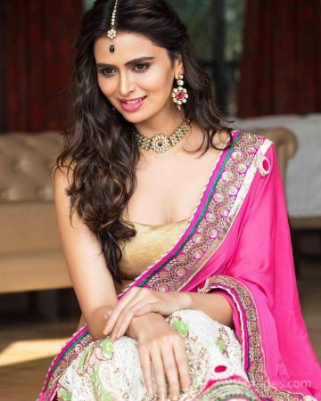 Meenakshi Dixit Hot HD Photos & Wallpapers for mobile (1080p)