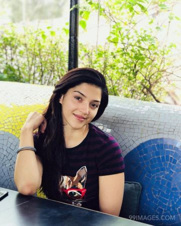 Mehrene Kaur Pirzada Beautiful HD Photos & Mobile Wallpapers HD (Android/iPhone) (1080p) (mehrene kaur pirzada, television anchor, tv actress, bollywood, tollywood)