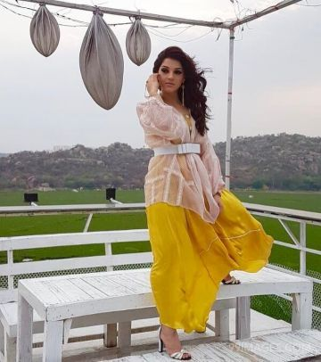 Mehrene Kaur Pirzada Beautiful HD Photoshoot Stills & Mobile Wallpapers HD (1080p) (mehrene kaur pirzada, indian model, television anchor, hd wallpapers)